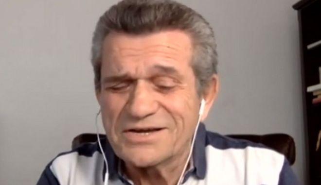 """Κορονοϊός: Ο Γιώργος Μαργαρίτης τραγουδάει το """"Κελί 33"""" της καραντίνας"""