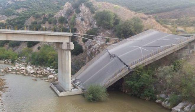 Κατέρρευσε γέφυρα στη Ροδόπη kompsatos2