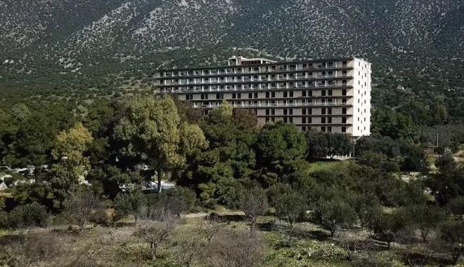 Άποψη από το άλλοτε ξενοδοχείο γυμνιστών στην Αργολίδα