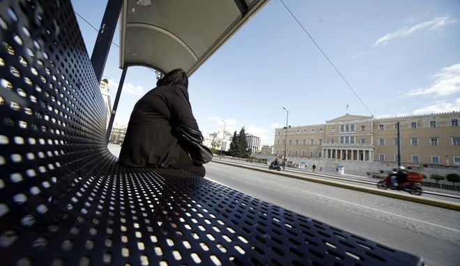 Στάση λεωφορείου στην πλατεία Συντάγματος
