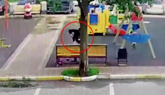 Σκότωσε με 20 μαχαιριές την πρώην του μπροστά στην 5χρονη κόρη της