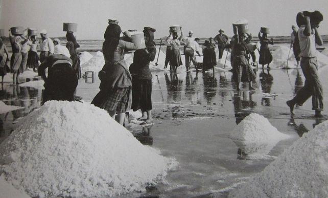 Μία εικόνα 1000 λέξεις: Οι 'Καρυάτιδες' της Λευκάδας