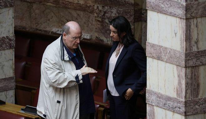 Η Νίκη Κεραμέως και ο Νίκος Φίλης στη Βουλή