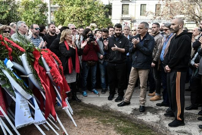 Κατάθεση στεφάνου από αντιπροσωπεία του ΣΥΡΙΖΑ