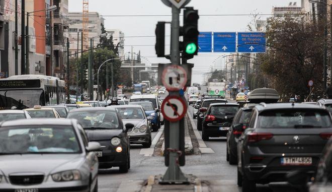 Κίνηση στους δρόμους της Αθήνας, την Πέμπτη 11 Φεβρουαρίου 2021. Σε καθεστώς αυστηρού lockdown βρίσκεται από τις 06:00 της Πέμπτης και μέχρι τις 28 Φεβρουαρίου η Περιφέρεια της Αττικής. (EUROKINISSI/ΓΙΑΝΝΗΣ ΠΑΝΑΓΟΠΟΥΛΟΣ)