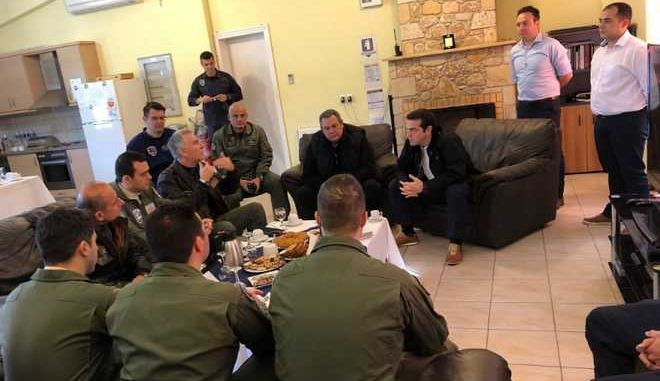 Την 135 Σμηναρχία Μάχης στη Σκύρο επισκέφτηκαν Αλέξης Τσίπρας και Πάνος Καμμένος