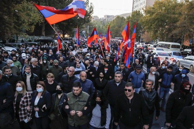 Διαδηλωτές στην Αρμενία αντιδρούν στη συμφωνία κατάπαυσης του πυρός