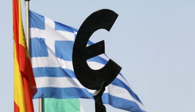 Εκχώρηση εθνικής κυριαρχίας για τη σωτηρία της Ευρωζώνης;