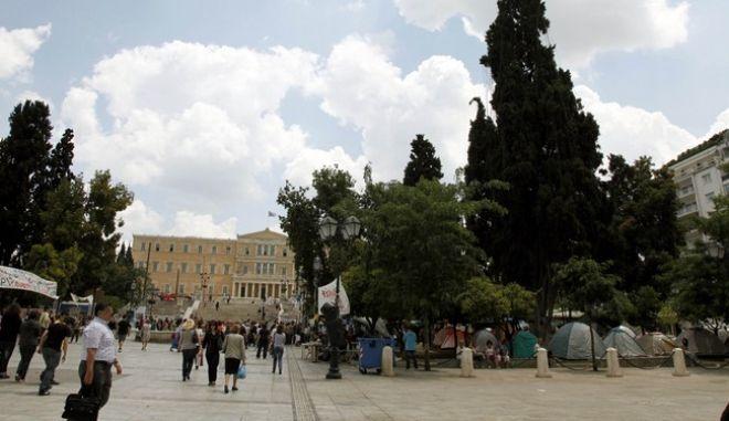 Συνεχίζουν για 6η ημέρα την παραμονή τους οι αγανακτισμένοι πολίτες στην Πλατεία Συντάγματος,Δευτέρα 30 Μαϊου 2011(EUROKINISSI/ΒΑΪΟΣ ΧΑΣΙΑΛΗΣ)