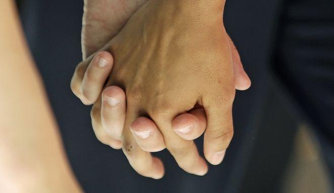 αναδοχή παιδιών από ομόφυλα ζευγάρια