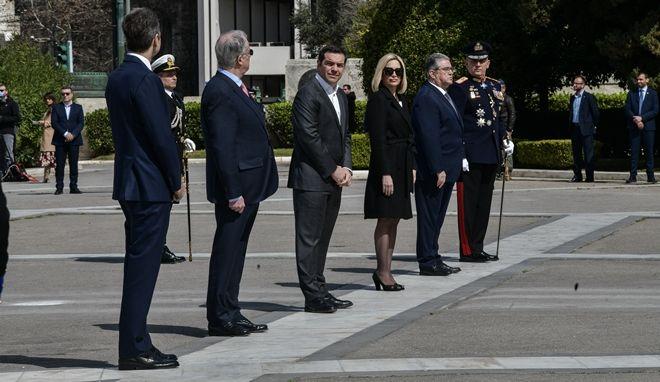 Οι πολιτικοί αρχηγοί στο Μνημείο του Άγνωστου Στρατιώτη