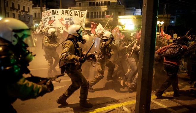 Επεισόδια σε πορεία αριστερών οργανώσεων και συλλογικοτήτων κατά της επίσκεψης της Γερμανίδας καγκελαρίου Άνγκελα Μέρκελ στην Αθήνα