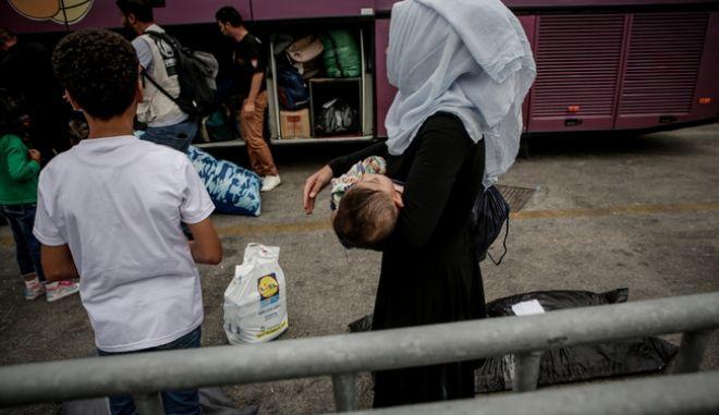 Διακινητής εγκατέλειψε πρόσφυγες μετά από ανατροπή του οχήματος