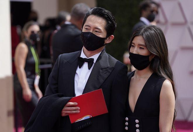Steven Yeun και Joana Pak