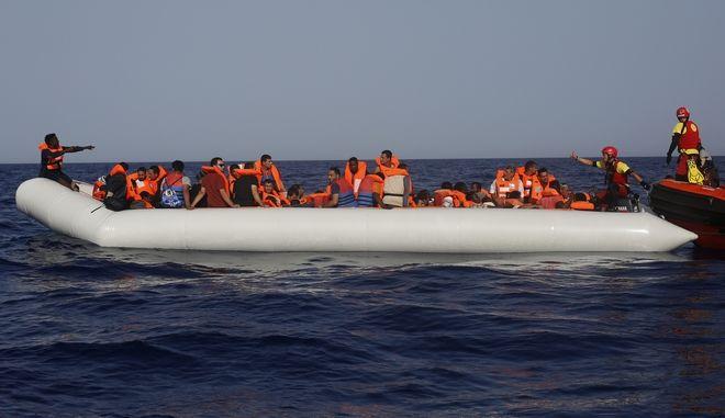 Πλοίο με μετανάστες στη Μεσόγειο