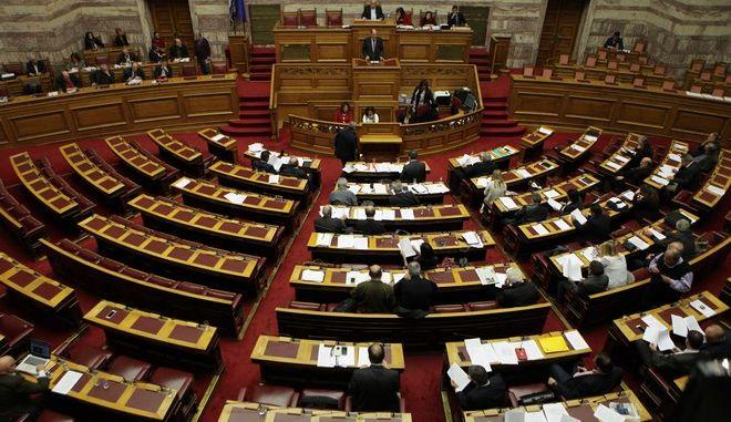 Συζήτηση στην Ολομέλεια της Βουλής με τη διαδικασία του κατεπείγοντος του νομοσχεδίου του υπ. Οικονομικών με τα 13 προαπαιτούμενα την Τρίτη 15 Δεκεμβρίου 2015. (EUROKINISSI/ΓΙΑΝΝΗΣ ΠΑΝΑΓΟΠΟΥΛΟΣ)
