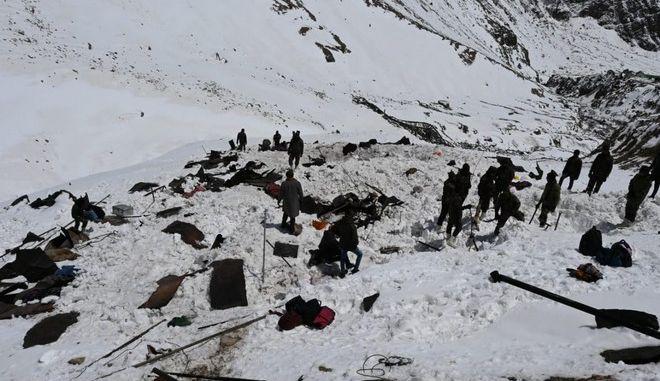 Εικόνα από τη χιονοστιβάδα στα Ιμαλάια