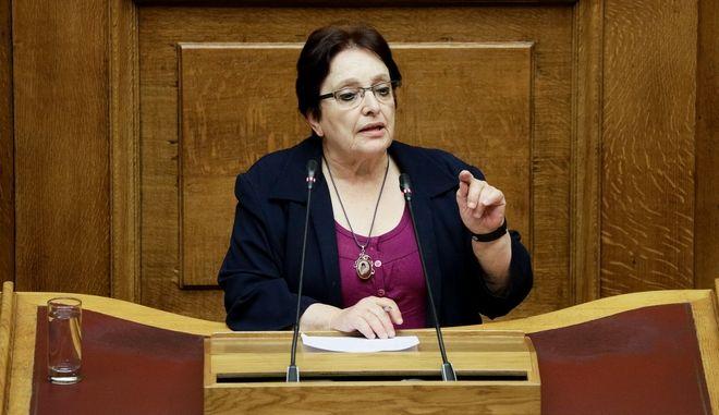Η Αλέκα Παπαρήγα στο βήμα της Βουλής