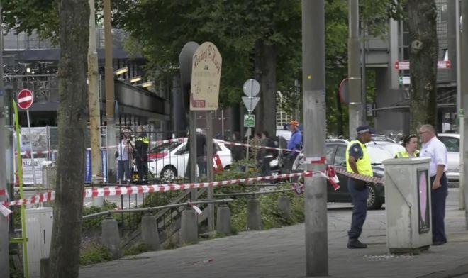 Οι δύο τραυματίες καθώς και ο φερόμενος ως δράστης διακομίστηκαν στο νοσοκομείο