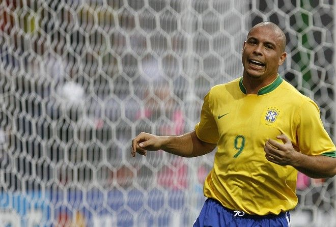 Brazil's Ronaldo reacts after an attempt to score during the Brazil v France quarterfinal soccer match at the World Cup stadium in Frankfurt, Germany, Saturday, July 1, 2006.  (AP Photo/Jasper Juinen) **MOBILE/PDA USAGE OUT **