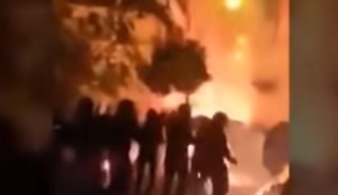 Πόλεμος στους δρόμους της Αθήνας: Βίντεο από τα επεισόδια στου Ζωγράφου