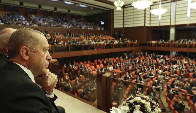 Άρχισε η ορκωμοσία των νέων βουλευτών στη Τουρκία