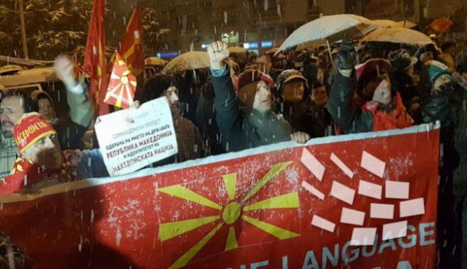 Σκόπια: Διαψεύδουν τις δηλώσεις Ζάεφ με φόντο το εθνικιστικό συλλαλητήριο