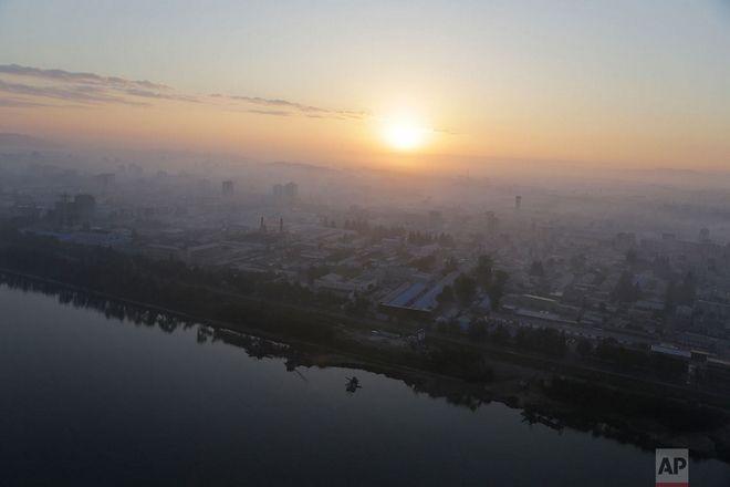 Ανατολή πάνω από την Πιονγιανγκ