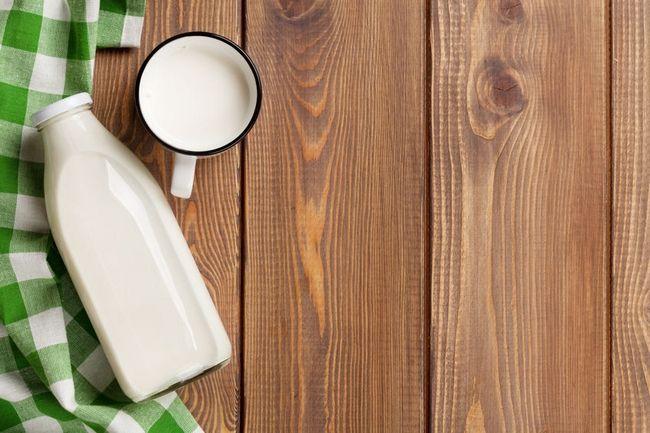 5 Tips για να καμουφλάρεις τη μυρωδιά της σκορδαλιάς: Γάλα