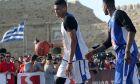 """Τα αδέλφια Γιάννης και Θανάσης Αντετοκούνμπο παίζουν μπάσκετ με φίλους τους το Σάββατο  23 Απριλίου 2016, στο παλιό Ενετικό Λιμάνι, έναντι του Φρουρίου Κούλε, στο Ηράκλειο.  Το """"Street Ball event 2016 Antetokoubro"""" πραγματοποιείται σε τρεις μεγάλες πόλεις της Ελλάδας, ξεκινώντας από την Κρήτη και το Ηράκλειο, και συνδιοργανώνεται από την Περιφέρεια Κρήτης, το δήμο Ηρακλείου και το Eurohoops.net. (EUROKINISSI)"""