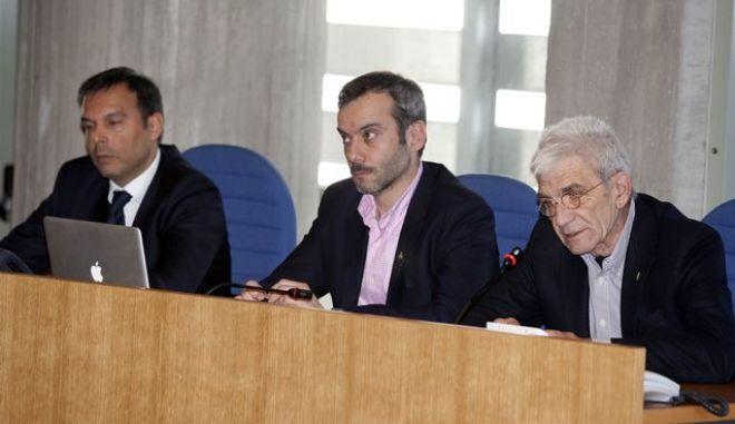 Στη μέση της φωτογραφίας ο υποψήφιος για το Δήμο Θεσσαλονίκης Κωνσταντίνος Ζέρβας