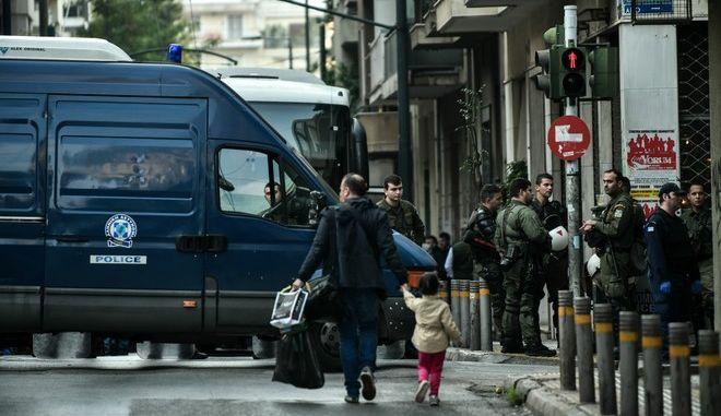 Επιχείρηση  της Ελληνικής Αστυνομίας σε κτίριο στα Εξάρχεια