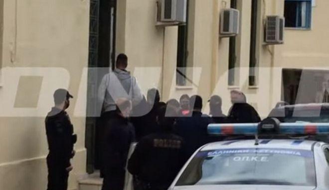 Ο δράστης την Πέμπτη οδηγήθηκε στον ανακριτή απ' όπου πήρε προθεσμία.