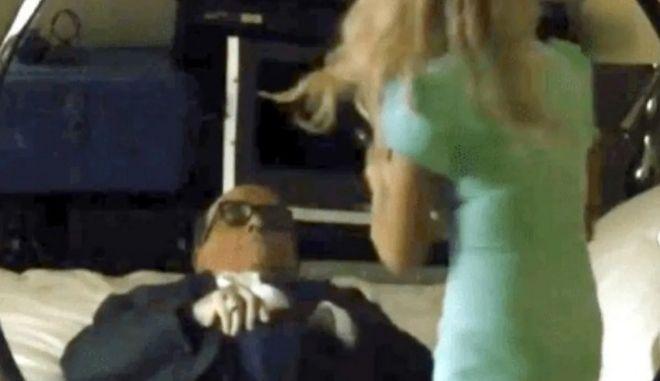 """Ο Μπόρατ, ο Τζιουλιάνι, η """"ανήλικη κόρη"""" και το χέρι στο παντελόνι"""