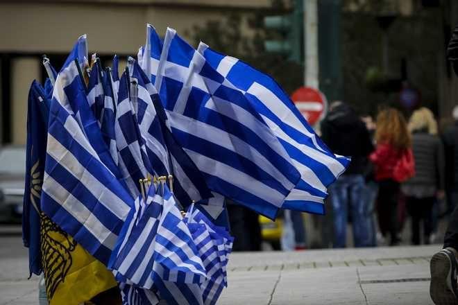 Μικροπωλητής με ελληνικές σημαίες στο Σύνταγμα την Σαββατο 3 Φεβρουαρίου 2018. EUROKINISSI/ΓΙΑΝΝΗΣ ΠΑΝΑΓΟΠΟΥΛΟΣ)
