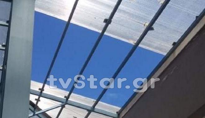Καρέ από την οροφή που κατέρρευσε