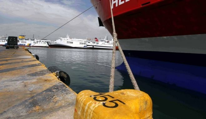 ΠΕΙΡΑΙΑΣ-24ωρη απεργία ΠΝΟ-Δεμένα παραμένουν από τις έξι το πρωί τα πλοία στα λιμάνια εξαιτίας της 24ωρης απεργιακής κινητοποίησης που έχει κηρύξει η Πανελλήνια Ναυτική Ομοσπονδία (ΠΝΟ) με βασικά αιτήματα εργασιακά θέματα (Zenith και καμποτάζ)και το ασφαλιστικό. (EUROKINISSI-ΒΑΙΟΣ ΧΑΣΙΑΛΗΣ)
