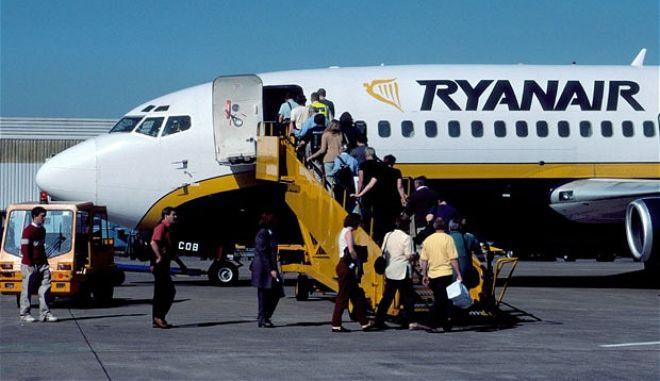 Η Ryanair έρχεται και υπόσχεται 2.800 νέες θέσεις εργασίας για τους Έλληνες