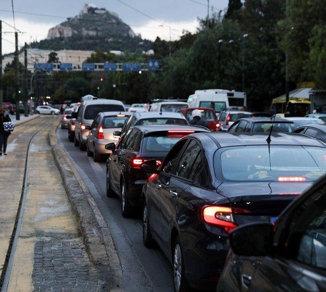 Στιγμιότυπα κυκλοφορικού χάους στο κέντρο της Αθήνας
