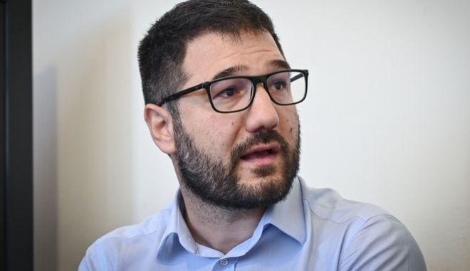 """Νάσος Ηλιόπουλος: """"Οι απειλές της ΝΔ για αναστολές εργασίας και περικοπή μισθών είναι σαμποτάζ στον εμβολιασμό"""""""