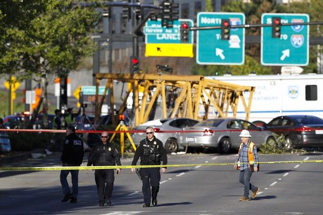 Δύο από τους νεκρούς εργάζονταν στον γερανό και οι δύο άλλοι βρίσκονταν σε διαφορετικά οχήματα πάνω στα οποία έπεσε ο γερανός στον δρόμο