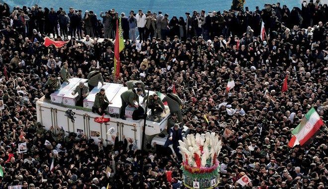 Στιγμιότυπο από την κηδεία του Ιρανού Στρατηγού Κασέμ Σουλεϊμανί