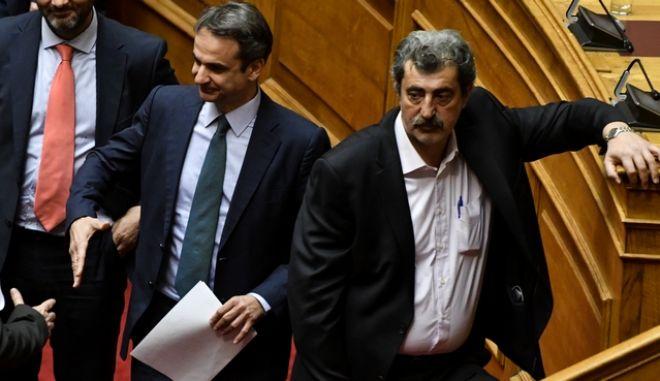 O πρωθυπουργός Κυριάκος Μητσοτάκης και πρώην αναπλ. υπουργός Υγείας Παύλος Πολάκης (Φωτογραφία αρχείου)