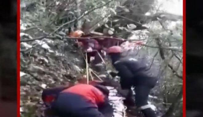 Καρέ-καρέ η επιχείρηση διάσωσης κυνηγού στην Πιερία