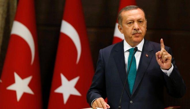 Ο Ερντογάν παγώνει τη συμφωνία για τους πρόσφυγες