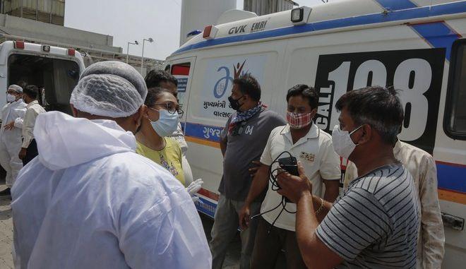Υγειονομικοί και νοσηλευτές στην Ινδία