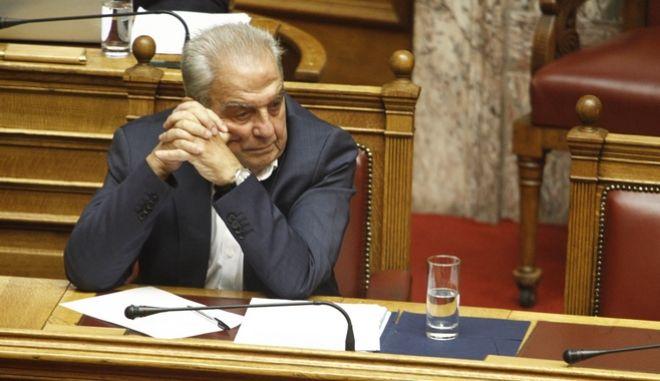 Ο υπουργός Επικρατείας Αλέκος Φλαμπουράρης στη Βουλή