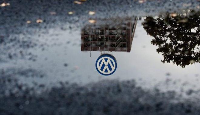 Η Volkswagen ανακαλεί 800.000 οχήματα Touareg και Cayenne