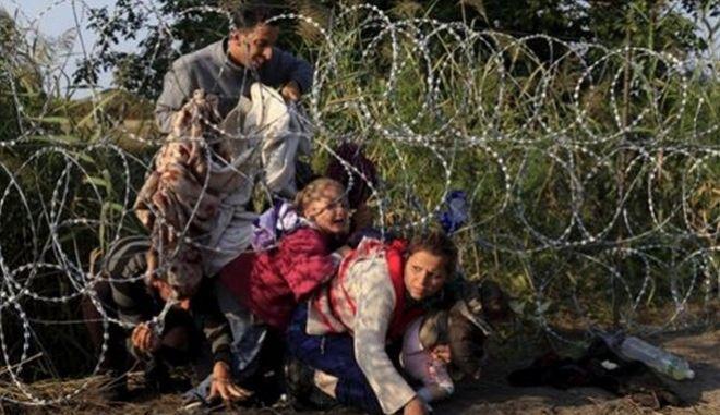 Ουγγαρία: Ξεκινούν να επαναπροωθούν μετανάστες και πέρα από το φράχτη