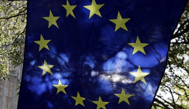 Ευρωβαρόμετρο: Τα ανθρώπινα δικαιώματα στην κορυφή των αξιών της ΕΕ